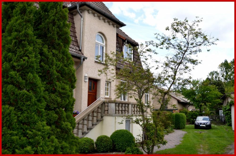Verkauf in Abwicklung ! Großzügige Grundrisse — herrschaftliche Villa in Laage, 18299 Laage, Zweifamilienhaus