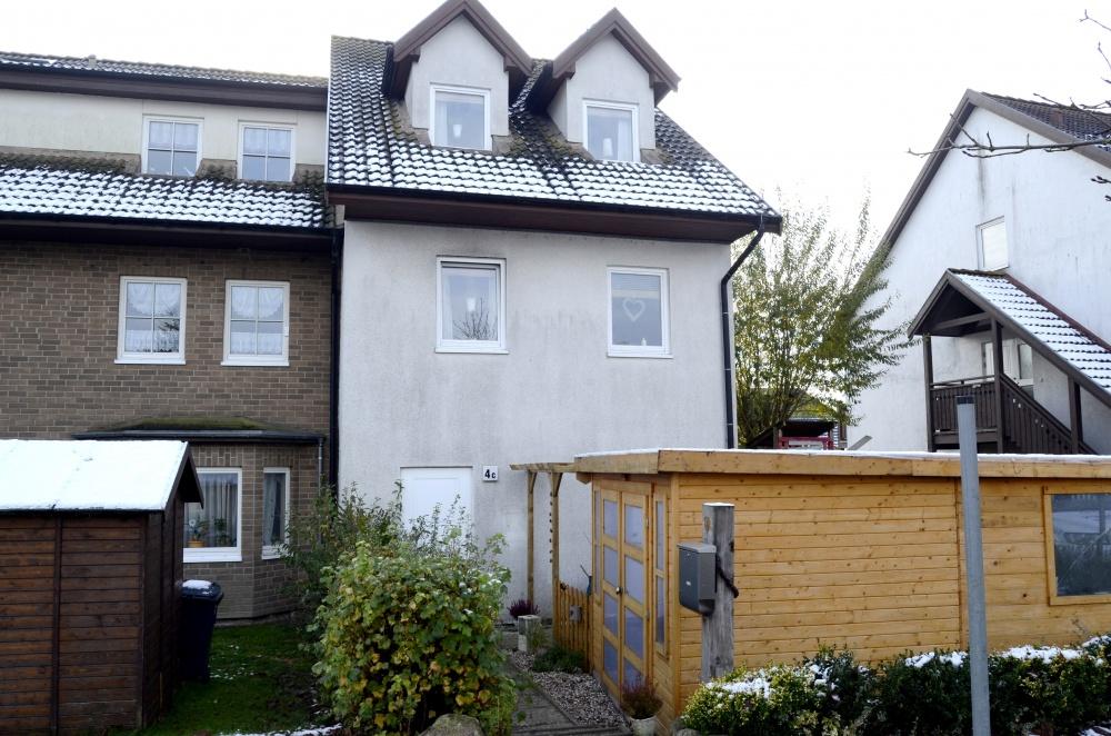 Großes Reihenendhaus für die XXL- Familie mit gemütlichen Grundstück, 18184 Broderstorf / Neu Broderstorf, Einfamilienhaus